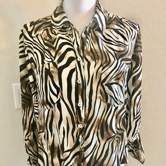 ad193451117821 Chico s Tops - 🌵Chico s Tie Front Animal Print Tab Sleeve Shirt